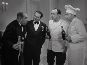 Drinking his lousy beer - Edward Broph, Edward G. Robinson, Allen Jenkins, Harold Huber