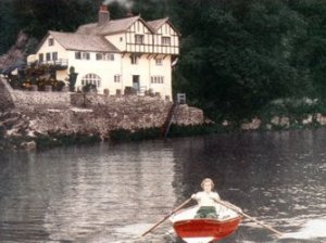 Daphne du Maurier in boat at her home