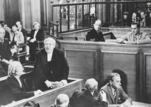 Charles Laughton as the barrister and Tyrone Power is on trial for his life