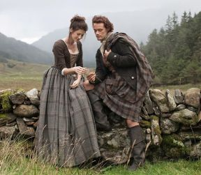 outlander-claire-and-jamie-first-look1
